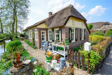 the cottage homes of giethoorn venice of the netherlands