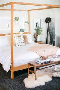 creative ways to decorate your four poster bed the
