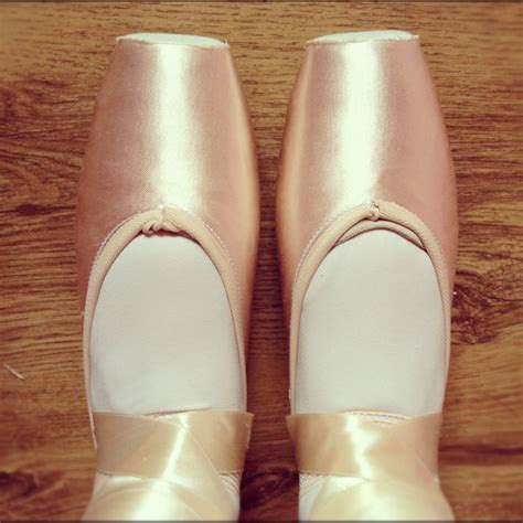 pointe shoes for beginners pointe shoes for beginners pointe shoe advice fitting