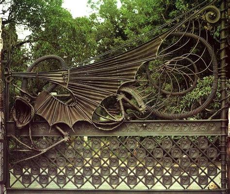 casa guell barcelona casa g 252 ell dragon door barcelona spain this