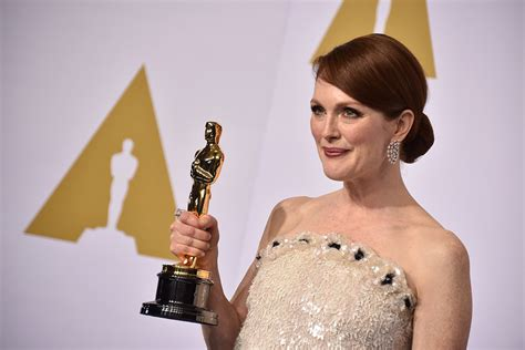 film oscar julianne moore julianne moore takes the award for most overjoyed oscar winner