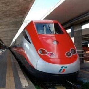 carrozza treno treni frecciabianca lecce parte senza una carrozza
