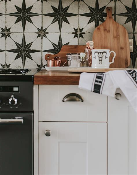 White Kitchen Cupboards by How To Paint Kitchen Cupboards Rock My Style Uk Daily
