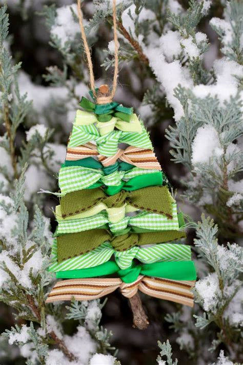 Tree Decorations With Ribbons by 35 Spectacularly Easy Diy Ornaments For Your Tree