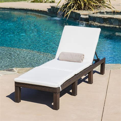 Outdoor Chaise Chairs Design Ideas Furniture Modern Chaise Lounge Chairs With Living Room Lounge Chair And Blue Pool Design For