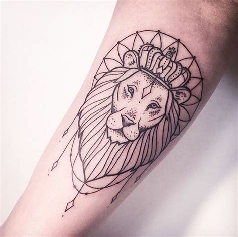 queen leo tattoo the 25 best simple lion tattoo ideas on pinterest small