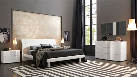 elegant wood modern master bedroom set feat wood grain