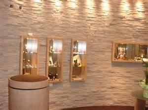 steinwand wohnzimmer kleben moderne steinwand f 252 r den selbsteinbau steine an die wand