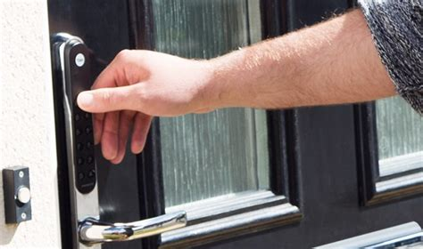 7 common tips for home security emergency boarding up