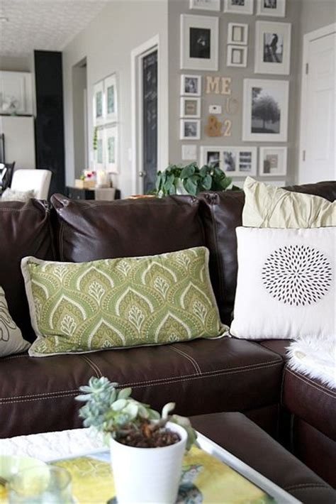 How To Shoo Sofa by What Colour Carpet To Go With Brown Leather Sofa Carpet