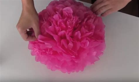 Make Pom Poms Out Of Tissue Paper - how to make diy tissue paper pom poms craft ideas diy ready