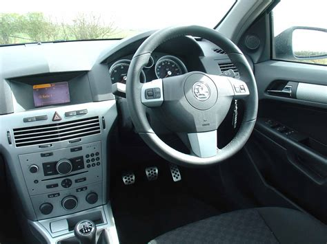 opel astra 2005 interior vauxhall astra estate review 2004 2010 parkers