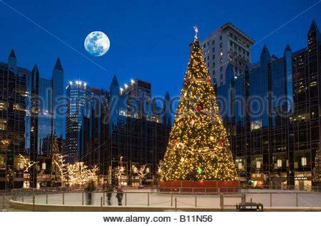 christmas lights pittsburgh pa christmas tree lights ppg plaza ice rink 169 philip johnson
