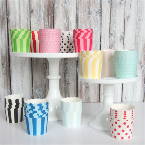 How To Make Cupcake Holders With Paper - cupcake monday paper baking cups the tomkat studio