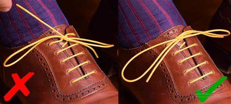 mengikat tali sepatu yang benar untuk dress shoes mr