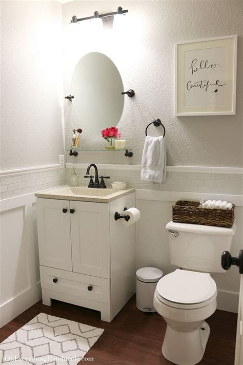 Ideas For Decorating Small Bathrooms by Best 25 Small Bathroom Makeovers Ideas On A Budget Diy