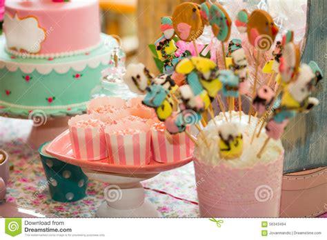 tavola compleanno bambini tavola di compleanno con i dolci per il partito dei