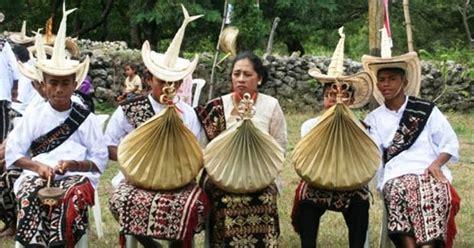 Baju Adat Suku Flores pakaian adat ntt jenis jenis gambar dan penjelasannya adat tradisional