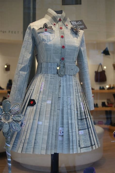 Clothes Out Of Paper - best 25 newspaper dress ideas on paper