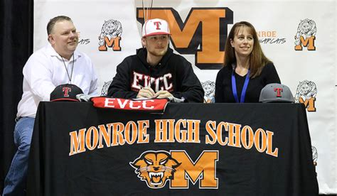 Junior College Letter Of Intent Baseball Mhs C O 2018 Senior Signs Letter Of Intent To Play College Baseball News Post