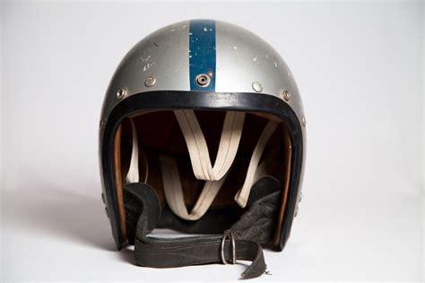 aj how alan jones climbed to the top of formula one books alan jones helmet speedcafe classifieds