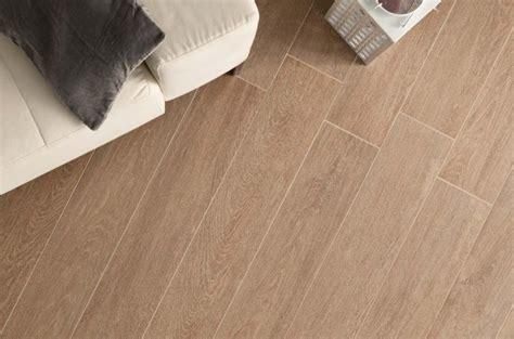pavimenti in finto legno per interni porcellana pavimento effetto legno rivestimento gres