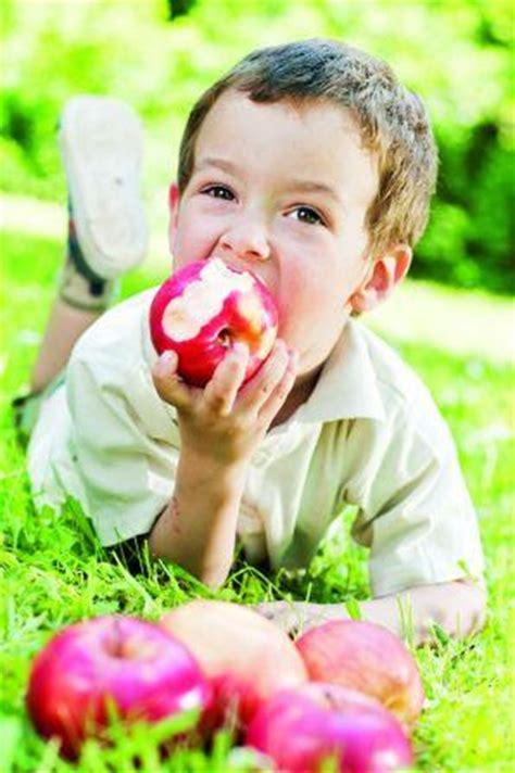 can a eat an apple farm fresh healthy eaters free fruit card