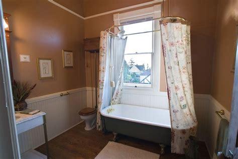 Bathroom Ideas With Clawfoot Tub Pretty Bathroom With Claw Foot Tub And Vintage Toilet
