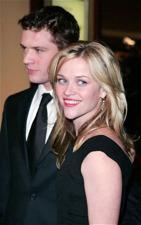 Breaking Resse Witherspon Phillippe Split by Reese Witherspoon Phillippe Up