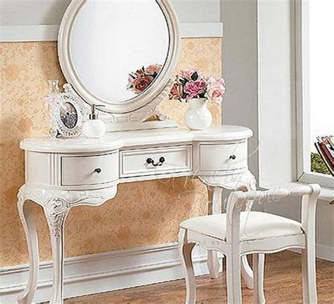 princess makeup table and chair i want to feel like a princess when i put on my make up