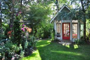 garten ferienhaus up in ribbon s garden cottage