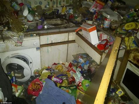 dirty houses r m extreme cleaners on britain s toughest jobs daily mail online