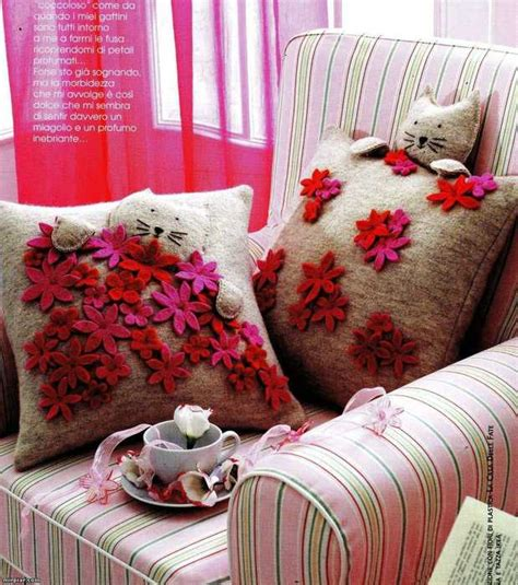 Decorating With Throw Pillows by 20 Decorative Pillows With Dresses And Flowers For