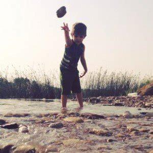 nama bayi laki laki berhubungan dengan batu tanyanama