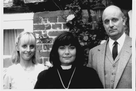 actress death vicar of dibley vicar of dibley notting hill actress emma chambers dies