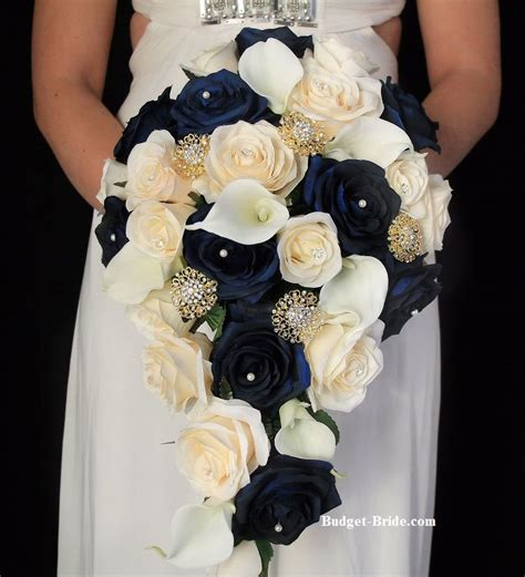 Flower Ideas Gold Wedding by 25 Best Ideas About Navy Blue Flowers On Navy