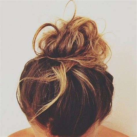 chigon blonde highlights brownw blonde highlights messy bun hair makeup and