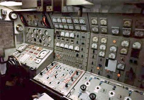 maneuvering room nuclear submarine maneuvering room ssbn 620 flickr photo electric power light