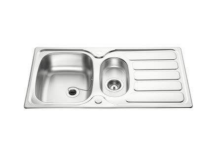 howdens kitchen sinks lamona drayton 1 5 bowl sink stainless steel kitchen