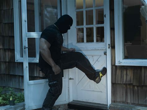 5 tactical tips to survive a home the self