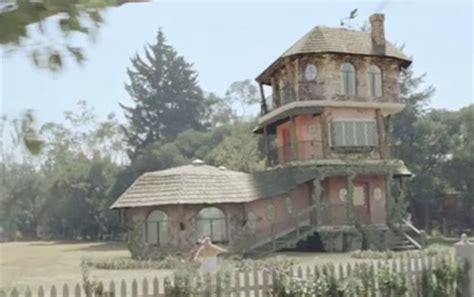 house shaped like a shoe new age nursery rhyme computer graphics world