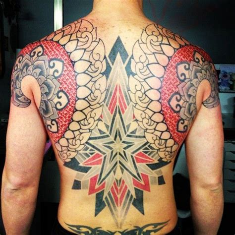red pen tattoo artist use using only black and red ink tattoo artist marco galdo
