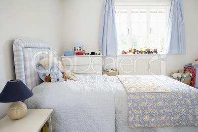 kinderzimmer dealer bild kinderzimmer in hellblau und weiss lizenzfreie bilder und