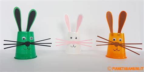creare con i bicchieri di plastica lavoretti di pasqua coniglietti con i bicchieri di