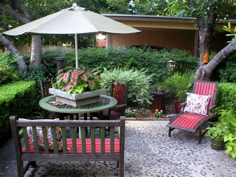 backyard decor quick chic outdoor decorating tips hgtv
