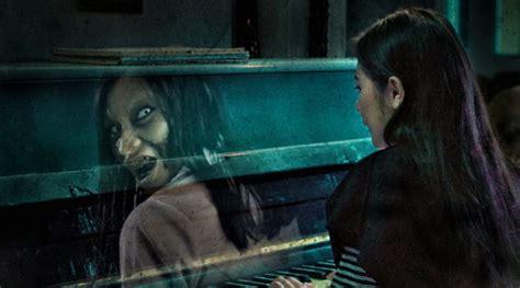 film danur kisah nyata prilly latuconsina ngaku diteror hantu lagi karena poster