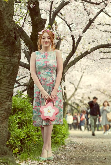 Dres Hanami hanami cherry blossom print sleeveless midi dress