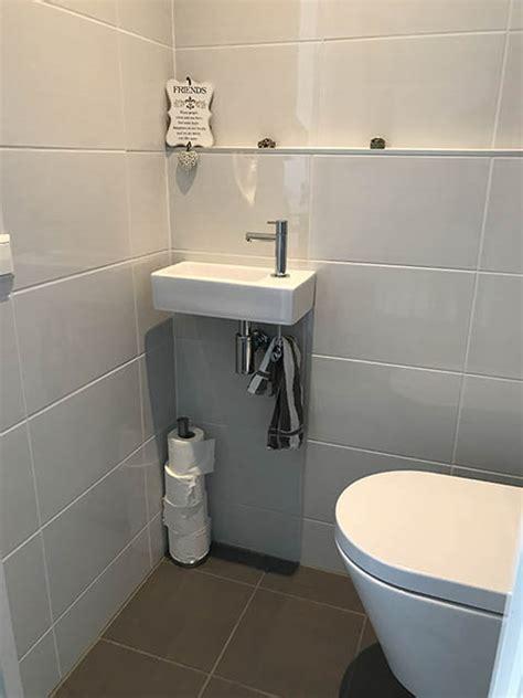 achterwand toilet betegelen wand betegelen met grote tegels