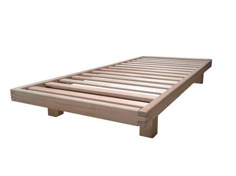 letto a in legno massello letto divano wood in legno massello con futon arredo e