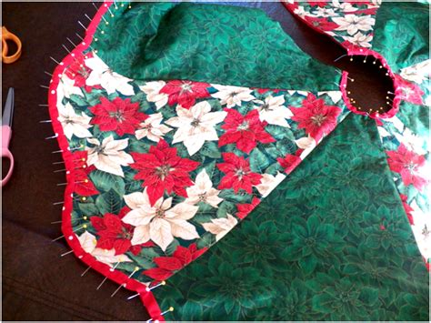 how to make a scalloped tree skirt threads wednesday sewing tree skirt